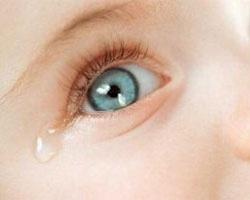 у малюка закисає глазик - фото
